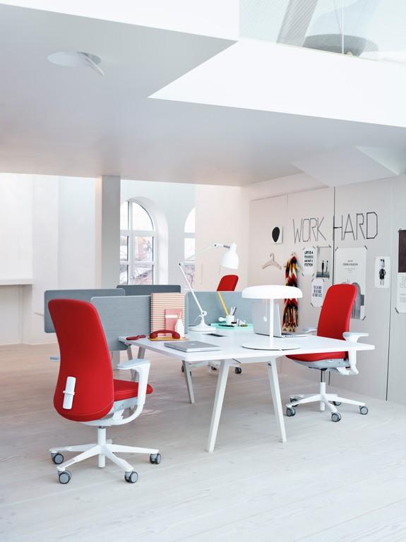 HÅG-SoFi-High-Back-Red-Upholstery-White-Aluminium-Frame-SlideBack™-Arms