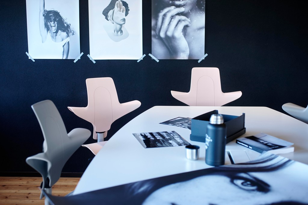 HÅG-Capisco-Puls-Pink-and-Grey-Options-Modern-Office-In-Situ