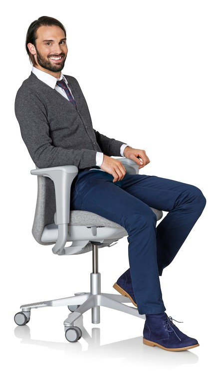 Man-Sitting-in-HÅG-SoFi-with-Silver-Frame