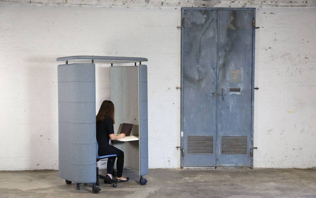 InnoPod-Mobile-Sound-Absorbing-Work-Pod-In-Use