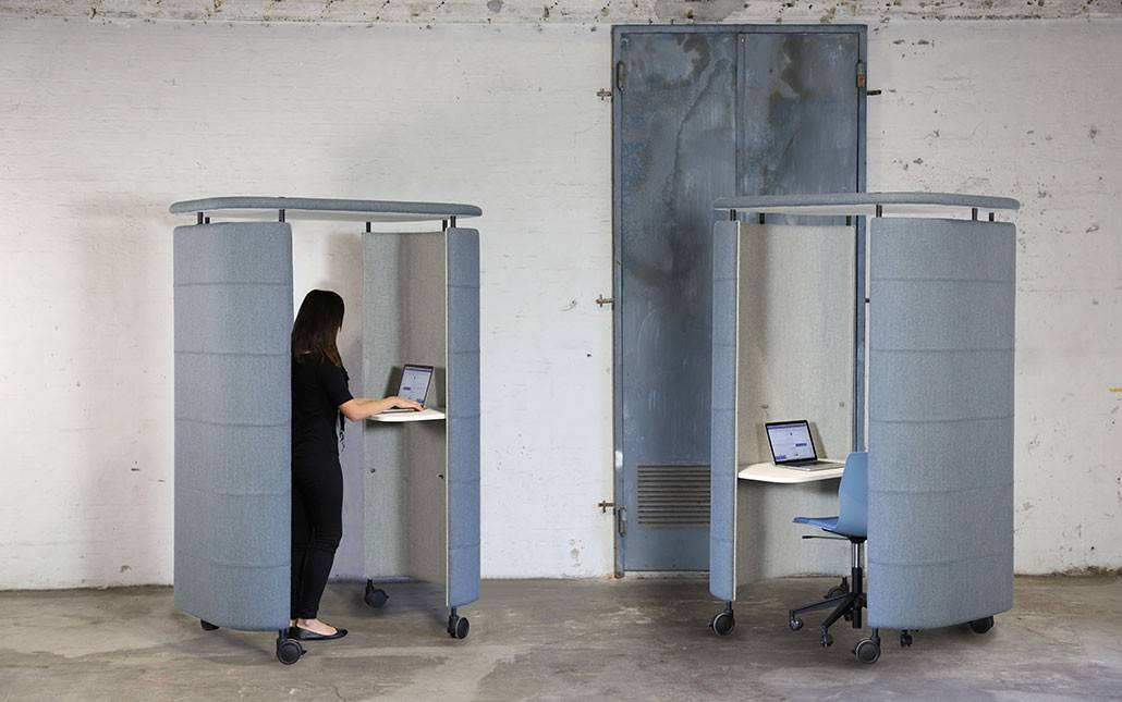 InnoPod-Ocee-Mobile-Acoustic-Work-Pod-Light-Blue-Double-In-Situ