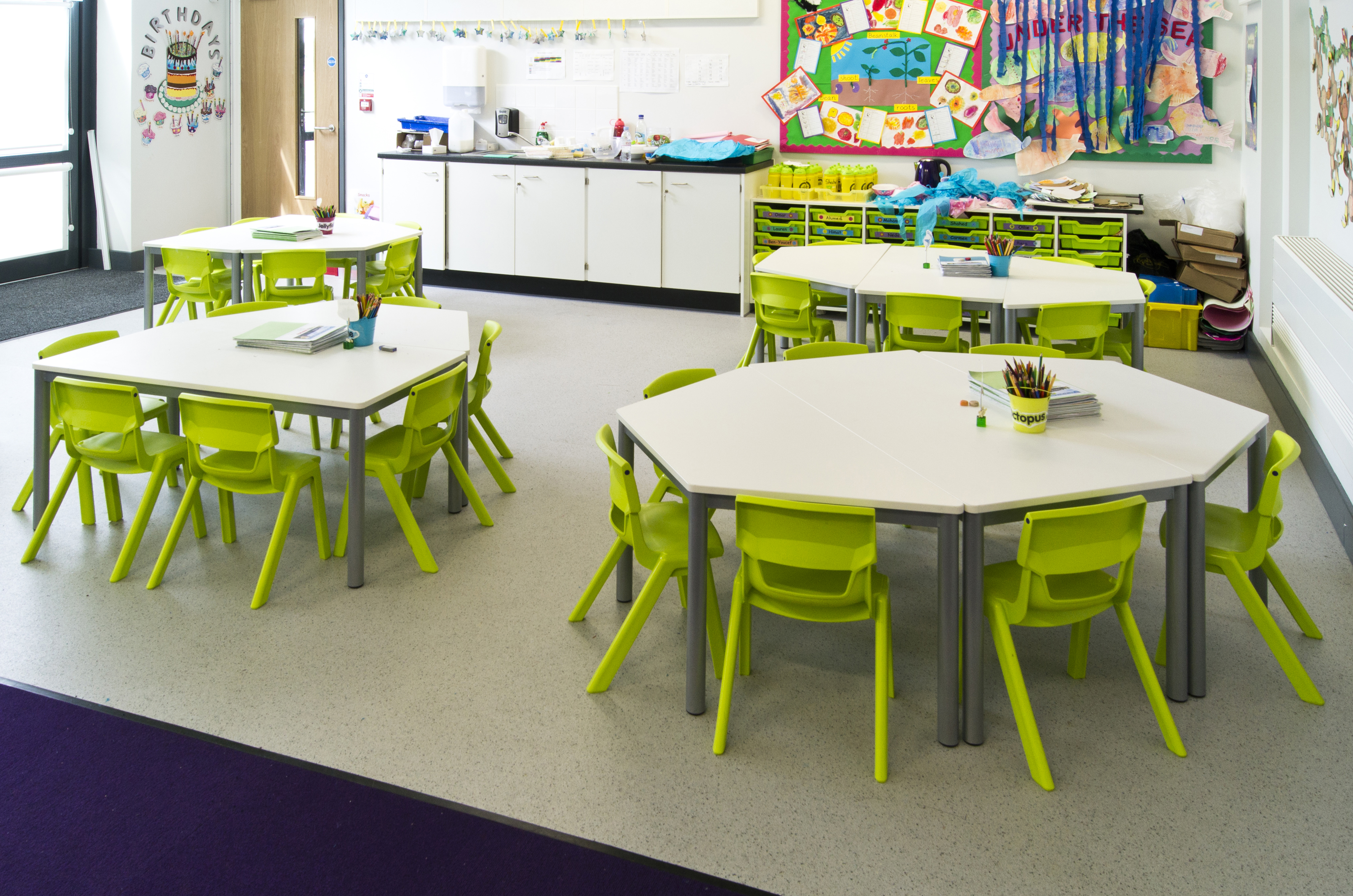 Postura-Plus-Lime-Green-Plastic-Classroom-Chairs-In-Situ