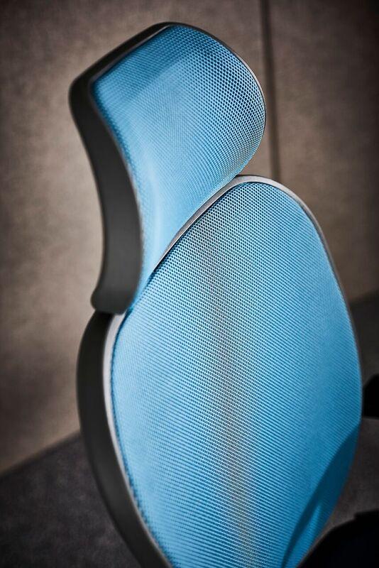 Oscar-Mesh-Back-Office-Chair-Blue-Headrest-Close-Up