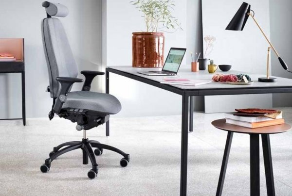 RH Logic Chair Grey with Headrest